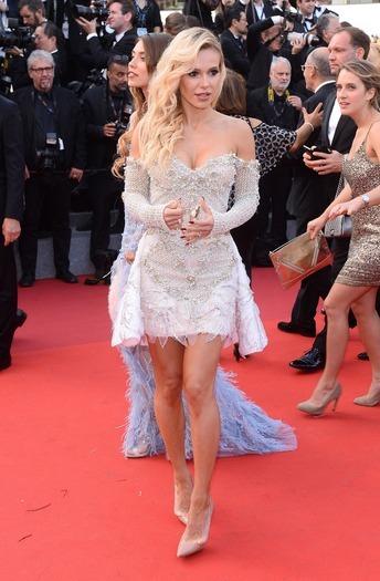 Doda-druga-stylizacja-na-Festiwalu-Filmowym-w-Cannes